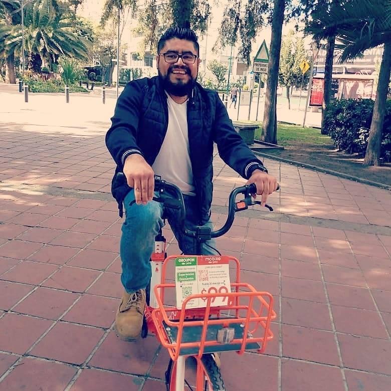 romel eliseo en bicicleta